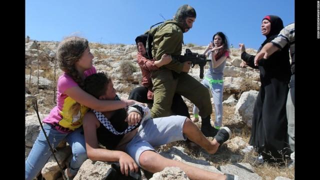 150830123850-09-israeli-soldier-palestinian-boy-super-169